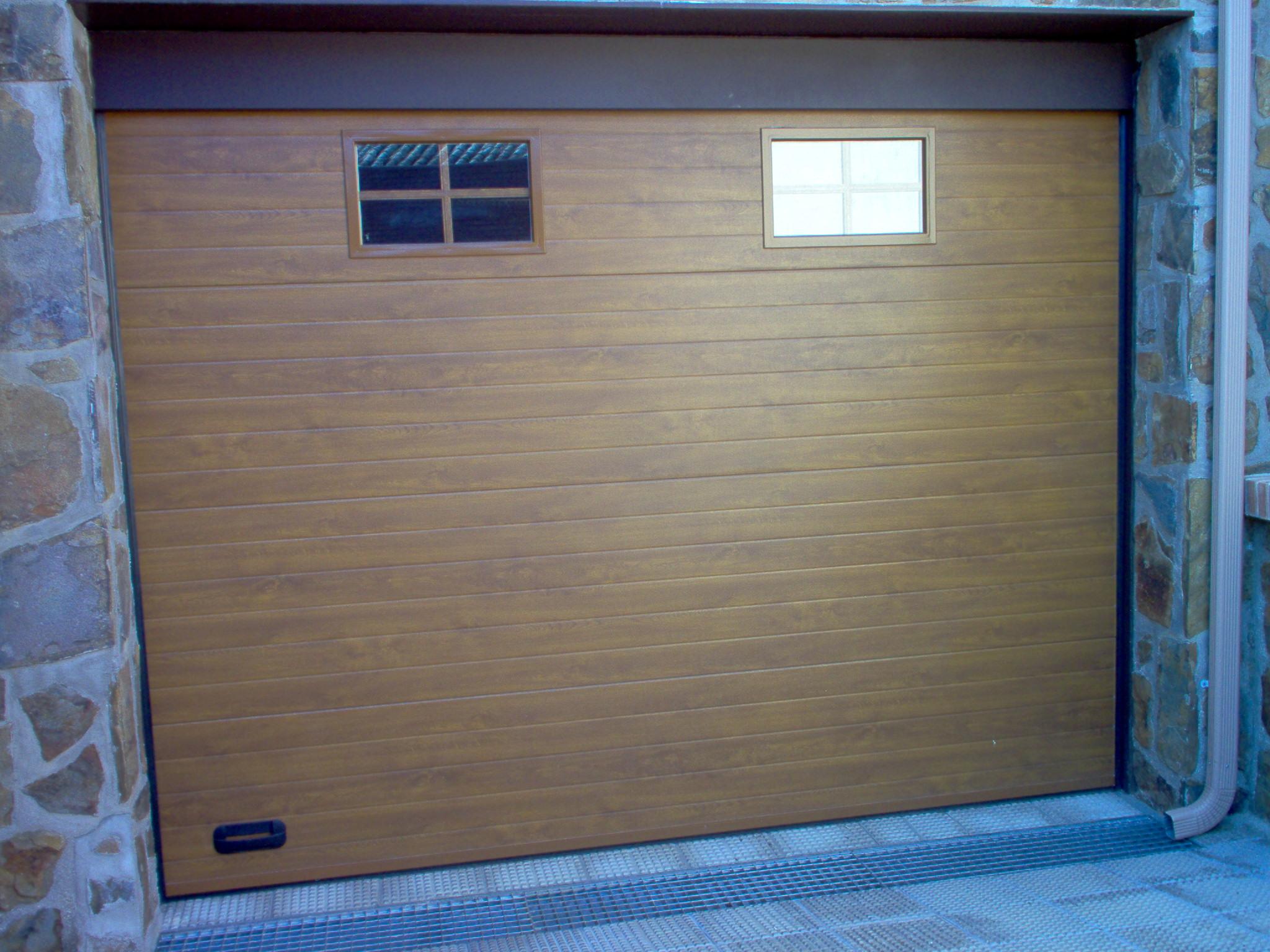 Puertas de garaje automatismoycerrajer - Puerta de garaje seccional ...